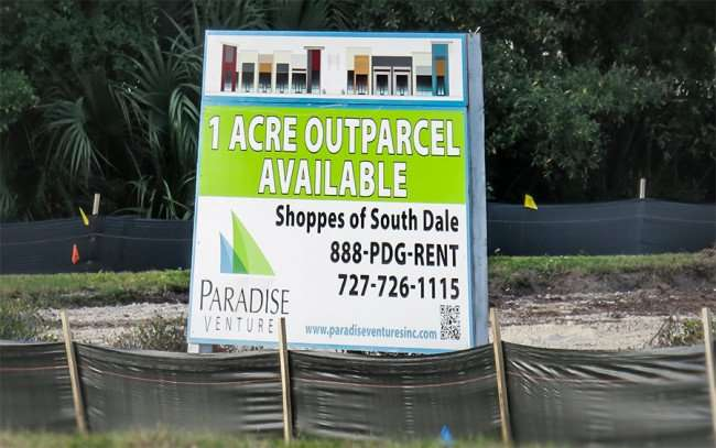 DEC 6, 2015 - Shoppes of South Dale by Paradise Venture Inc on South Dale Mabry, South Tampa, FL/photonews247.com