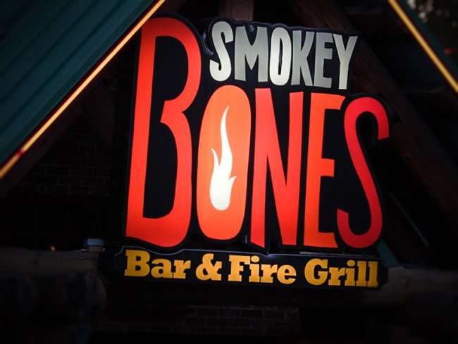 NOV 26, 2015 - Smokey Bones sign on Brandon restaurant on Thanksgiving evening/photonews247.com