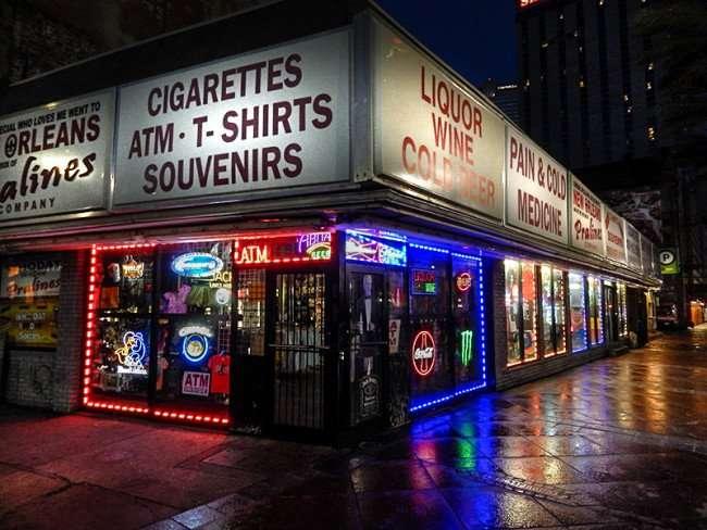 NOV 19, 2015 - Souvenir Shop at Tchoupitoulas Street & Canal Street/photonews247.com