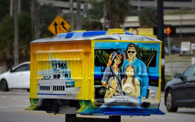 NOV 15, 2015 - Streetcar model sponsored by Yacht Starship Dinner Cruises on sidewalk along Channelside Dr/photonews247.com