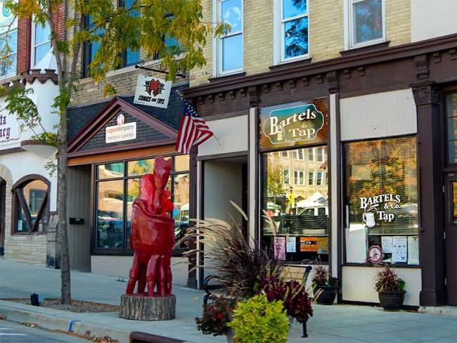 OCT 10, 2015 - Bartels & Co Tap, PG Comics and Toys, Vapor Co Electronic Cigarettes on 17th Ave, Monroe, WI/photonews247.com