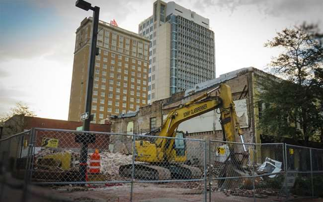 Dec 19, 2015 - Demolition of building at 915 Franklin Street to make way for new 915 Franklin Apartment Complex, Tampa, FL/photonews247.com