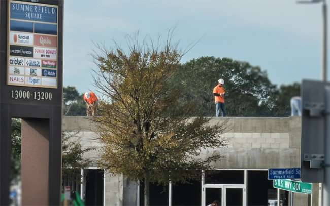 Dec 29, 2015 - T Mobil and Dunkin Donuts are under construction in the Summerfield Square shopping center on US Hwy 301, Riverview, FL/photonews247.com