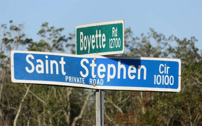 Jan 16, 2016 - Street Sign Boyette Rd and Saint Stephen Circle (private road) in Riverview, FL/photonews247.com