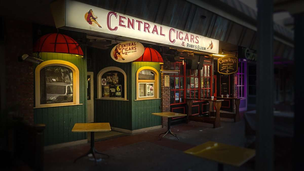 Feb 21, 2016 - Central Cigars and Ruby Elixir, St Pete/photonews247.com