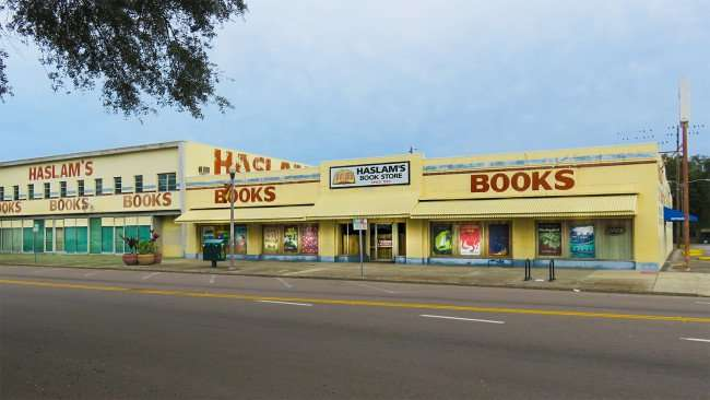 Jan 31, 2016 - Haslam's Book Store is the biggest book store in Florida/photonews247.com