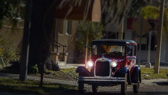 Mar 6, 2016 - 1926 Model A Ford soft top with lights on, St Petersburg, FL/photonews247.com