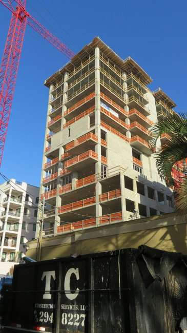 Feb 21, 2016 - Crane towers over Bliss Condo during construction in St Pete FL/photonews247.com