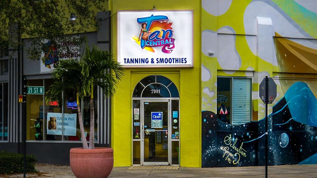 Jan 31, 2016 - Tan Central tanning salon on corner of Central Avenue and 21st St, St Petersburg, FL/photonews247.com