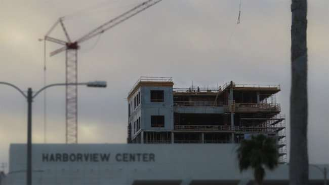 Mar 13, 2016 - Top of The Skyview under construction from the Harborview Center in Clearwater, FL/photonews247.com