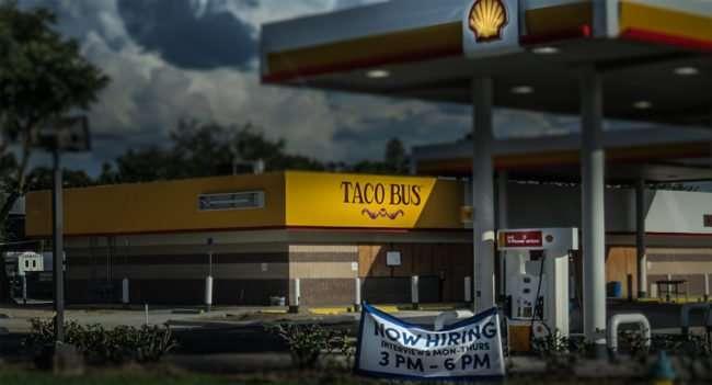 10.02.2016 - Taco Bus Hiring US-301 & MLK Blvd, Tampa, FL/photonews247.com