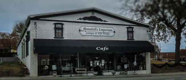 11.25.2016 - Annabell's Emporium Antique and Gift Shoppe on 304 Wharf St, in Historic District, Loudon, TN 37774/photonews247.com