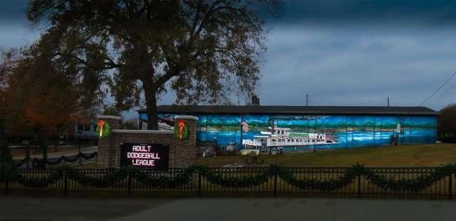 11.25.2016 - Annabell's Emporium and Cafe mural 304 Wharf St, Loudon, TN 37774/photonews247.com