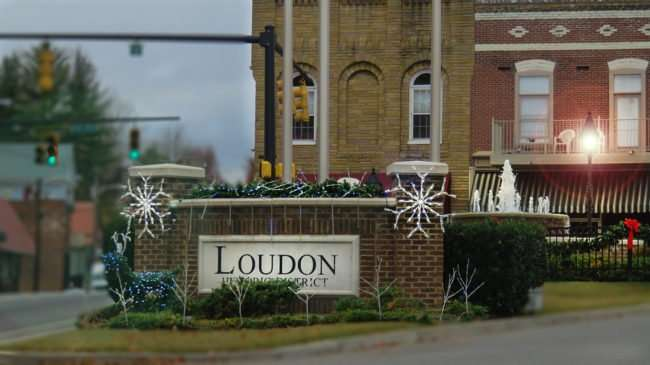 11.25.2016 - Christmas decorations at the water fountain in Loudon's Historic District,/photonews247.com