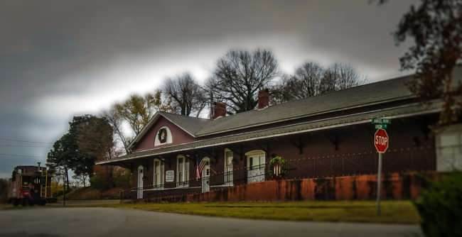 11.25.2016 - Loudon County Chamber of Commerce located in old train station in Historic District, Loudon, TN/photonews247.com