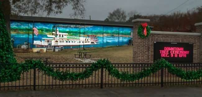 11.25.2016 - Annabell's Emporium and Cafe with a colorful mural painted on the entire length of the building located at 304 Wharf St, Loudon, TN 37774/photonews247.com
