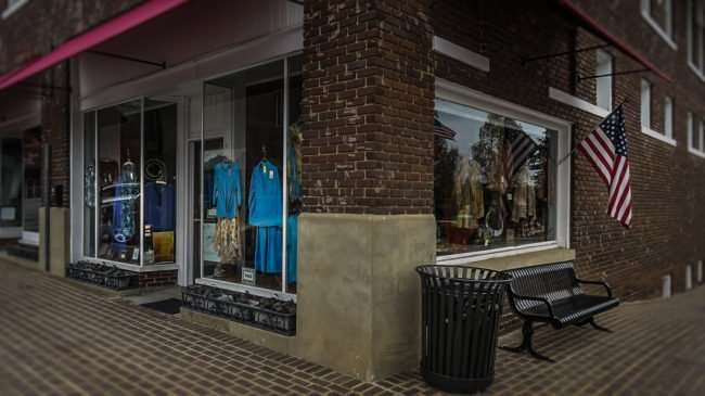 11.25.2016 - Sale at Cornerstone Boutique in the Historic District at 409 Grove Street in Loudon, TN 37774/photonews247.com