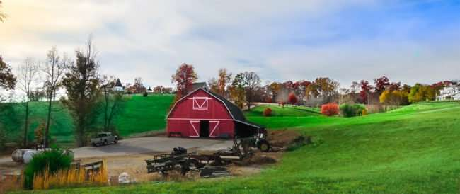11.25.2016 - Whitestone Country INN: A classic red barn at the upscale resort in Kingston, TN/photoews247.com