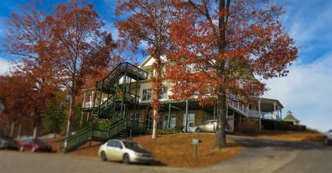 11.25.2016 - Whitestone Country Inn: Luxury Lion and Lamb bed and breakfast in Kingston, TN/photonews247.com