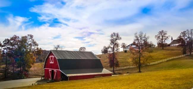 11.25.2016 - Whitestone Country Inn: barn at high end hotel and restaurant on 360 acre property in Kingston, TN/photonews247.com