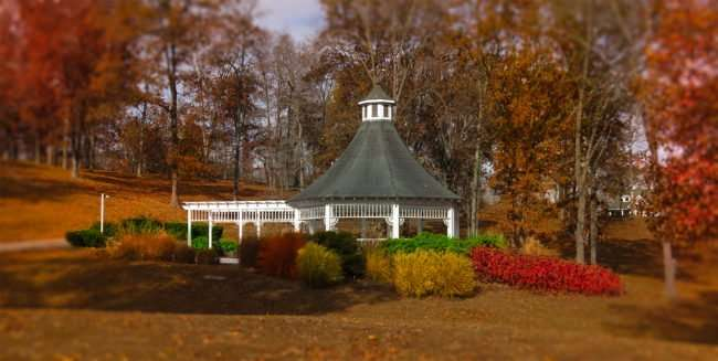 11.25.2016 - Whitestone Inn: outdoor gazebo with trees changing colors at Christmas time/photonews247.com