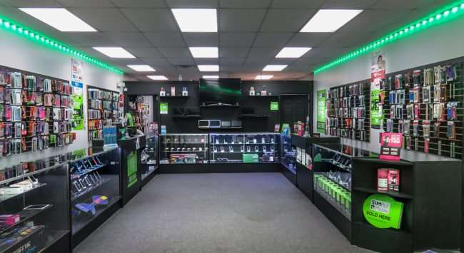 12.23.2016 - Cell Tech inside phone store, College Ave, Ruskin, FL/photonews247.com