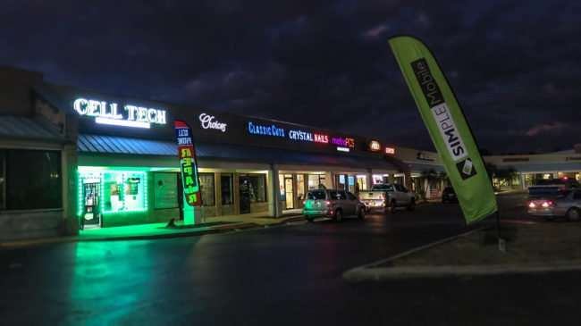 12.23.2016 - CELL TECH phone store, Ruskin, FL SouthShore/photonews247.com