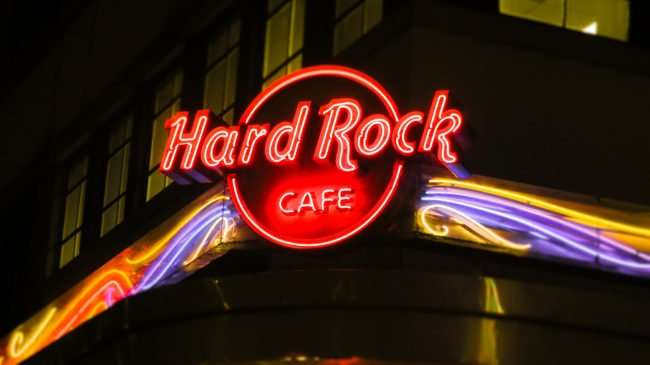 Jan 9, 2017 - Canon PowerShot SX710 HS takes photo of Hard Rock Cafe neon sign Bourbon Street/photonews247.com