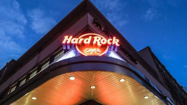 Jan 9, 2017 - Canon PowerShot SX710 HS takes photo of Hard Rock neon sign on Bourbon Street/photonews247.com