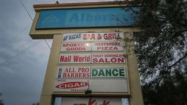 Jan 10, 2016 - Old Albertson Supermarket sign at Valrico Center Shoppes on Lithia Pinecrest Rd, Valrico, FL/photonews247.com