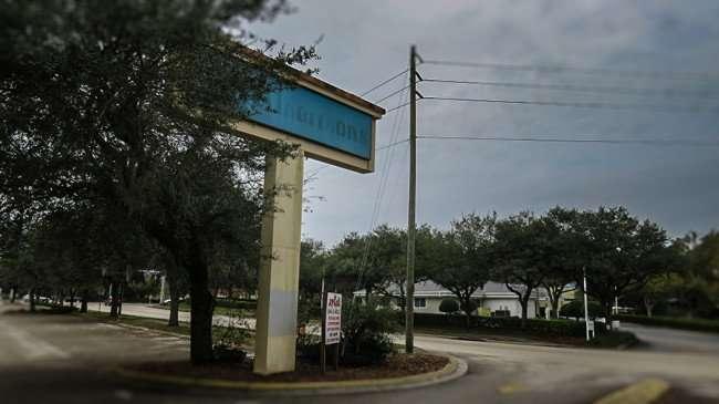 Jan 10, 2016 - Old Albertson's Supermarket sign along Lithia Pinecrest Rd in Valrico, FL/photonews247.com