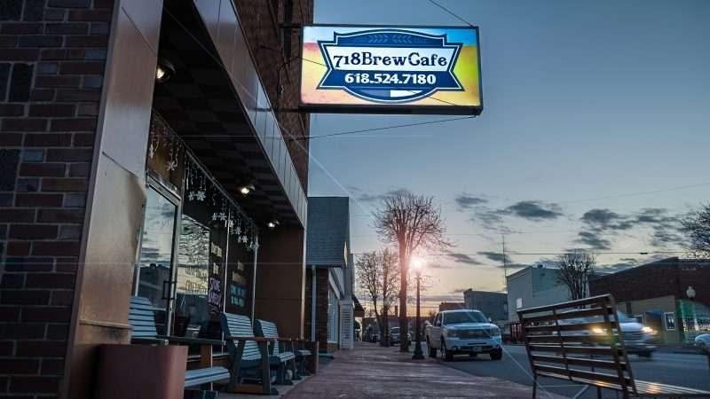 Feb 27, 2017 - 718 Brew Cafe, Metropolis, IL with lights/photonews247.com