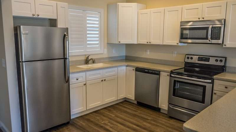 Mar 10, 2017 - Liberty Point Apartment Kitchen with non finger print aluminum Appliances in Paducah, KY/photonews247.com