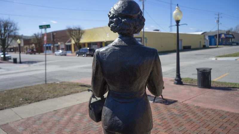 Feb 25, 2017 - Lois Lane looking out towards Market Street in Metropolis, IL/photonews247.com