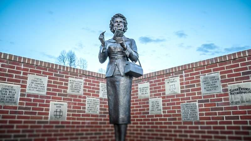Feb 27, 2017 - Stature of Lois Lane played by Noel Neill on Market Street in Metropolis, IL/photonews247.com