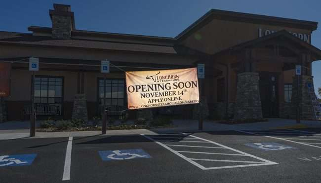 Oct 26, 2017 - Sign that reads LongHorn Opening Soon Nov 14, 2017 Paducah KY/photonews247.com