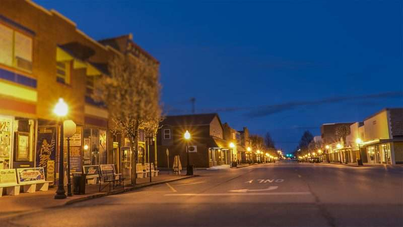 Feb 27, 2017 - Market Street, Metropolis IL at night without cars/photonews247.com