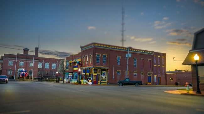 Feb 27, 2017 - Market Street, Metropolis at dusk time/photonews247.com