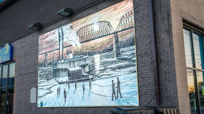 Feb 27, 2017 - Mural of steamboat on Ohio River on Chamber of Commerce building Metropolis, IL/photonews247.com