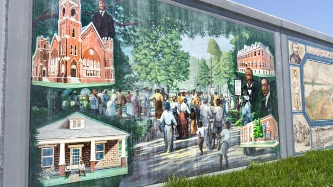 May 15, 2017 - Paducah Floodwall Mural Annual depicts Emancipation Celebration in Nelson Park/photonews247.com