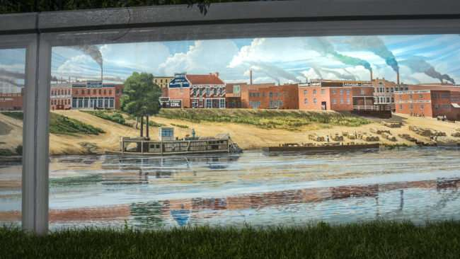 May 25, 2017 - Paducah Floodwall Mural depicting steamboats on Ohio River, downtown Paducah, KY/photonews247.com