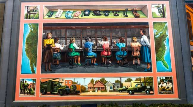 Mar 24, 2017 - Paducah Floodwall mural with Telephone operators, S Water Street/photonews247.com
