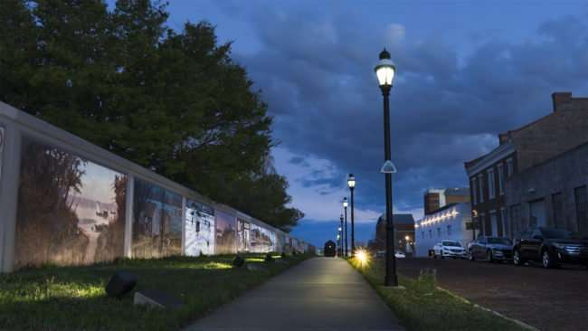 Mar 30, 2017 - Puducah Floodwall Murals with Train, S Waters Street at night/photonews247.com
