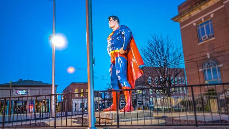 Feb 27, 2017 - Superman stature at night, on Market St, Metropolis, IL/photonews247.com