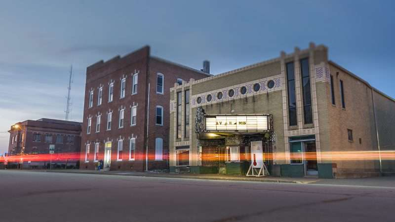 Mar 8, 2017 - The Massac Theatre continues fund raiser for renovations, Metropolis, IL/photonews247.com