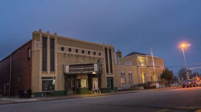 Mar 8, 2017 - The Massac Theatre next to Metropolis Post Office at W 5th and Ferry Street/photonews247.com