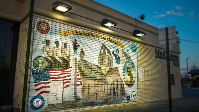 Feb 27, 2017 - War mural honoring soldiers on MidCountry Bank on Market Street, Metropolis, IL/photonews247.com
