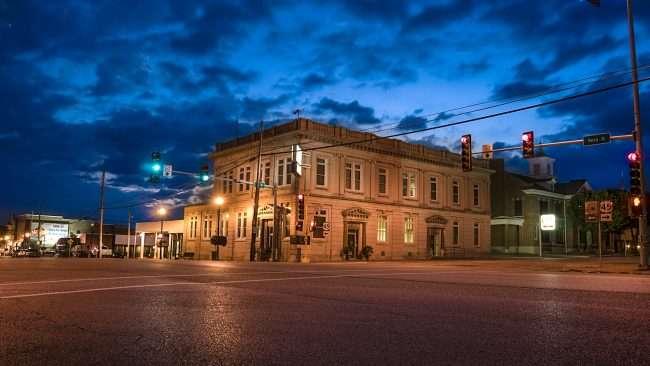 Oct 7, 2017 - City National Bank , Ferry Street, Metropolis, IL/photonews247.com
