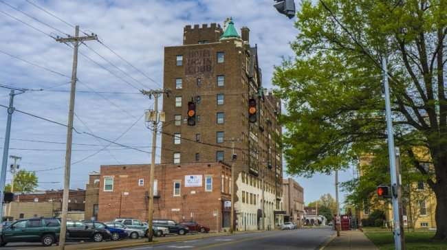 April 14, 2017 - Irvin Cobb Hotel now apartments on 6th and Broadway Main Street, Paducah, KY/photonews247.com