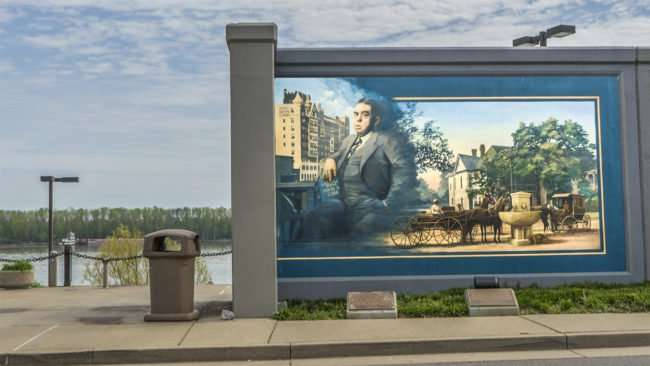 April 14, 2017 - Paduch floodwall mural featuring Irvin Cobb Hotel and the man/photonews247.com